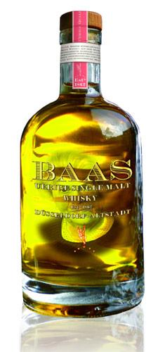 Das Flaschendesign des Uerige Bass Whisky